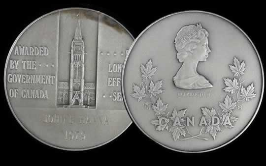 item569_A Government of Canada 35 Year Long Service Medal.jpg